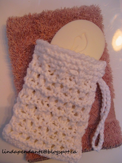 Knitted Soap Holder Pattern : lindapendante dreams: Lacy Knit Bar Soap Holders