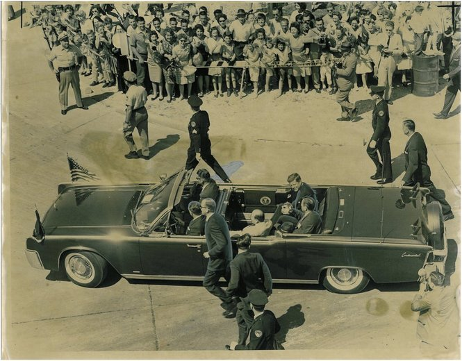 5/5/62 New Orleans, LA: agents, inc Roy Kellerman, running with limo