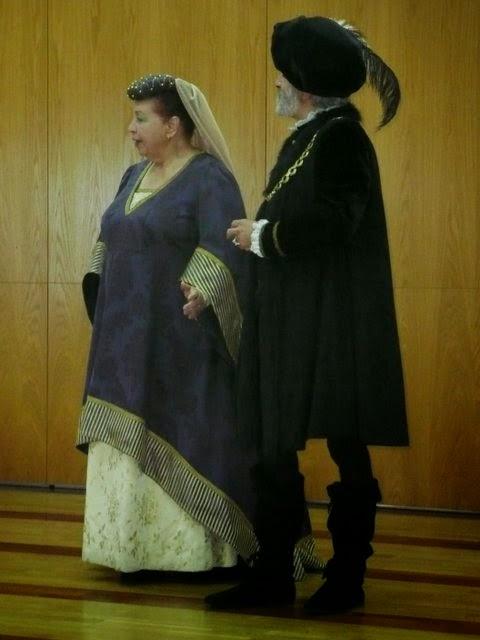 Galán y dama interpretados por actores viejos