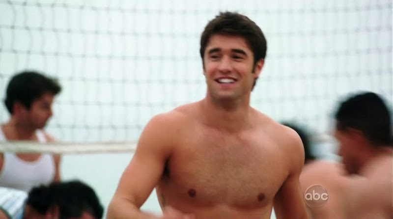 Joshua Bowman Shirtless in Revenge s1e09
