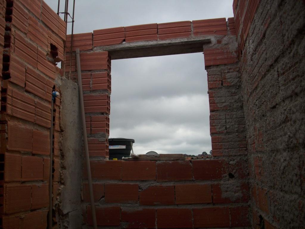 Nesta foto lá em cima já dá pra ver as paredes do banheiro  #613B31 1024x768 Altura Janela Alta Banheiro