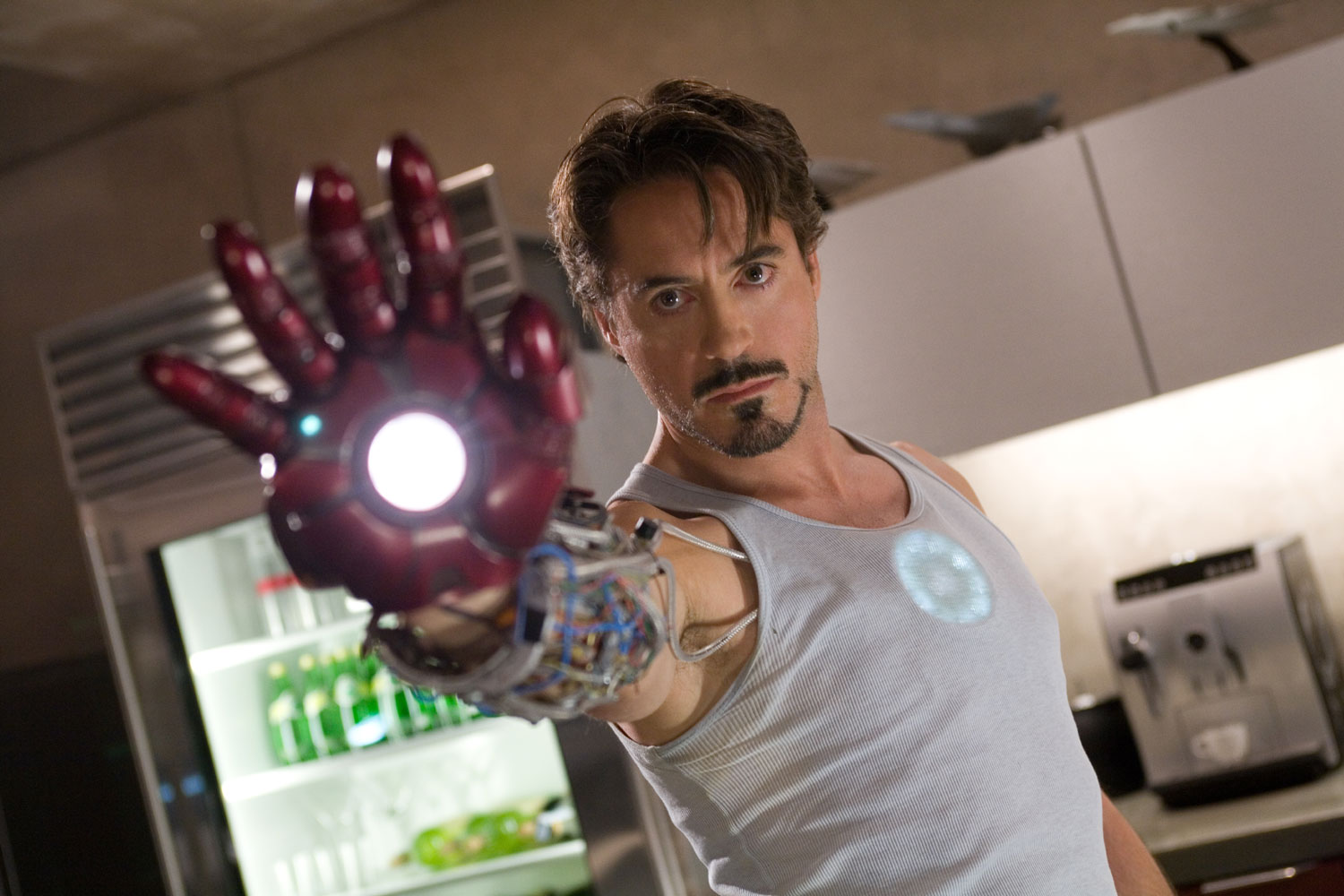 http://3.bp.blogspot.com/-fJYgHmURhX0/Tcrjedf3S3I/AAAAAAAAAMo/PoKwoGy3rnM/s1600/iron_man_movie_image_robert_downey_jr_as_tony_stark.jpg