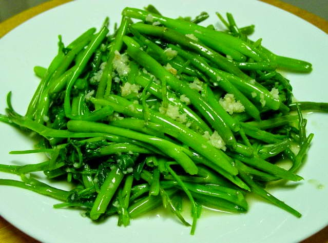 (Rau muống xào tỏi) - Fried Ong Choy with Garlic