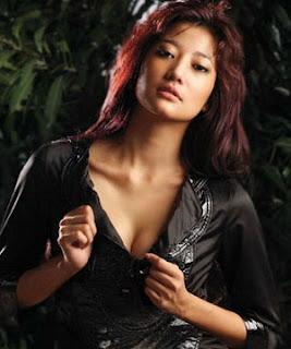 Adelia Rasya - Hot Artis