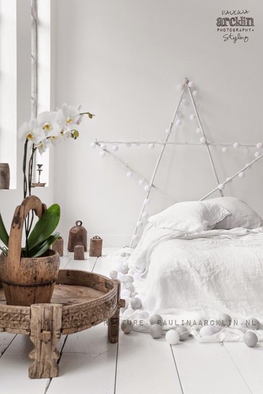 Idea bonita y original de decorar con guirnaldas de bolas - Bolas para decorar ...