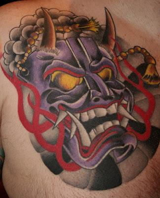 Tatuagem com Mascara Oriental nas costas