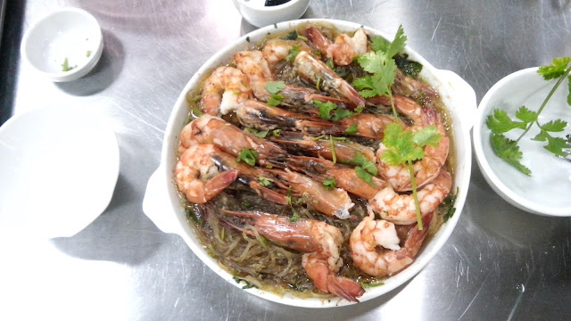 The Singaporean Baked Prawns with Glass Noodles (Sotanghon) is very tasty and well it was my favorite of the two! Coz I love prawns hehe!