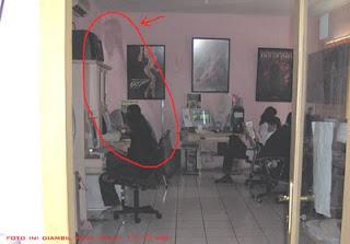Dan dibawah ini beberapa foto penampakan tante Kunti, c