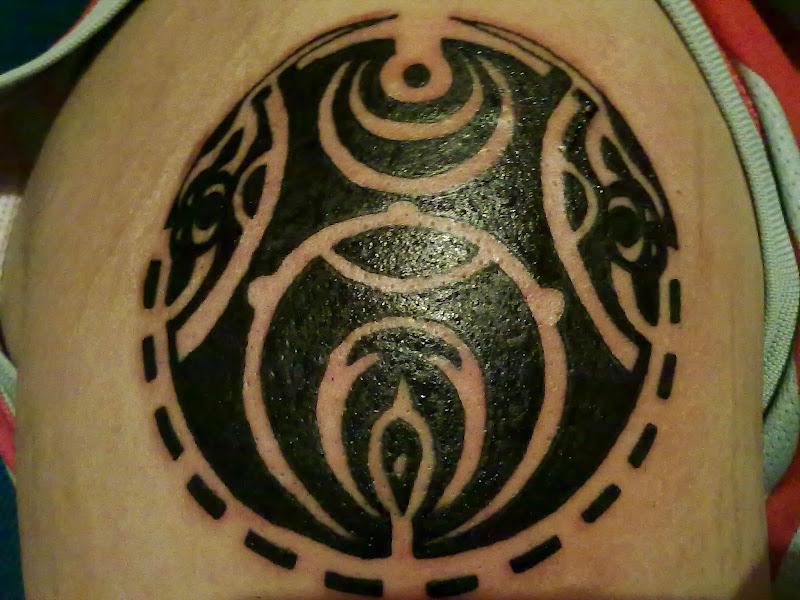 Tattoo maori, hombro derecho. title=