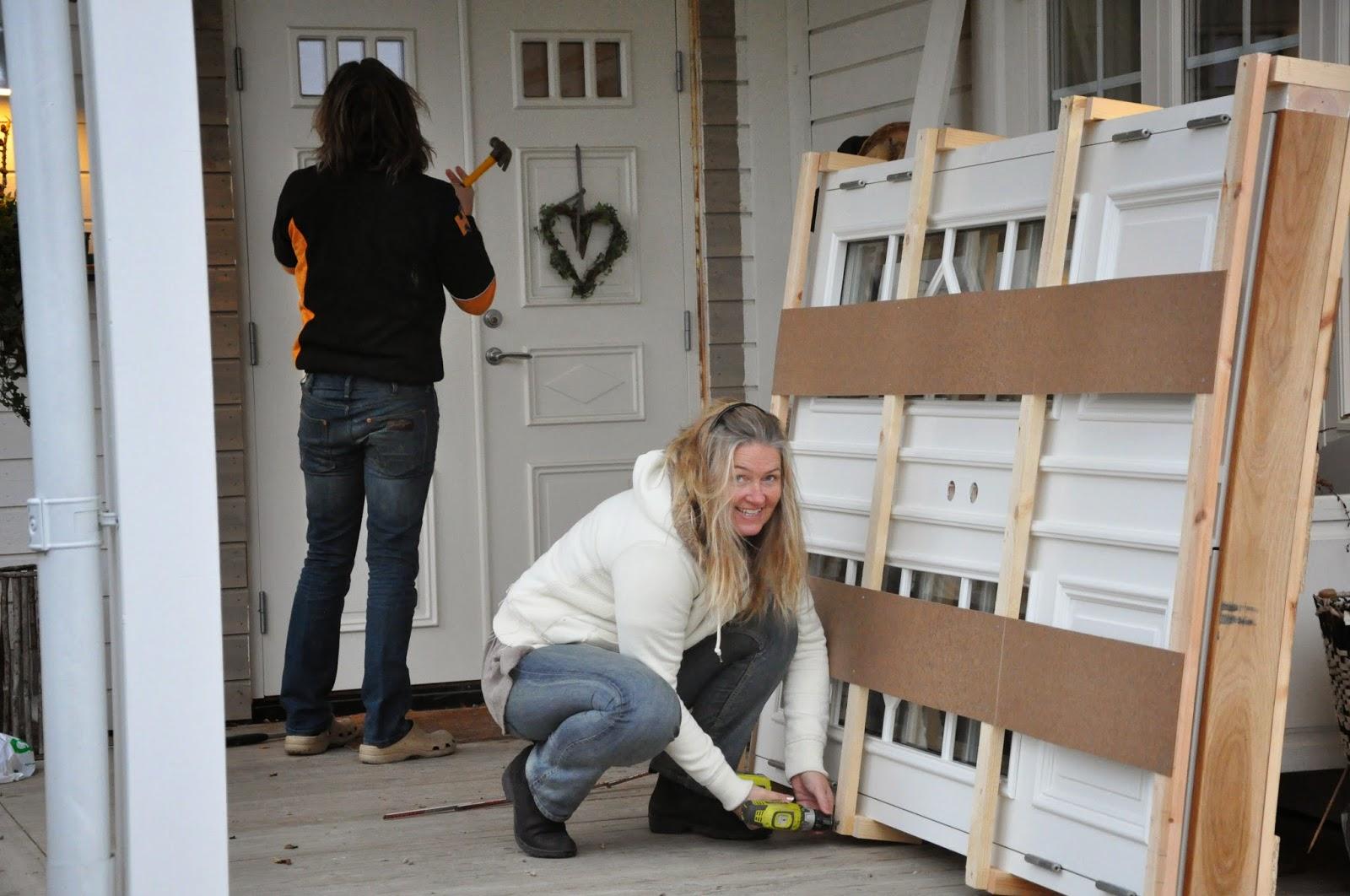 Den vita drömgården: Äntligen kom min nya par ytterdörr