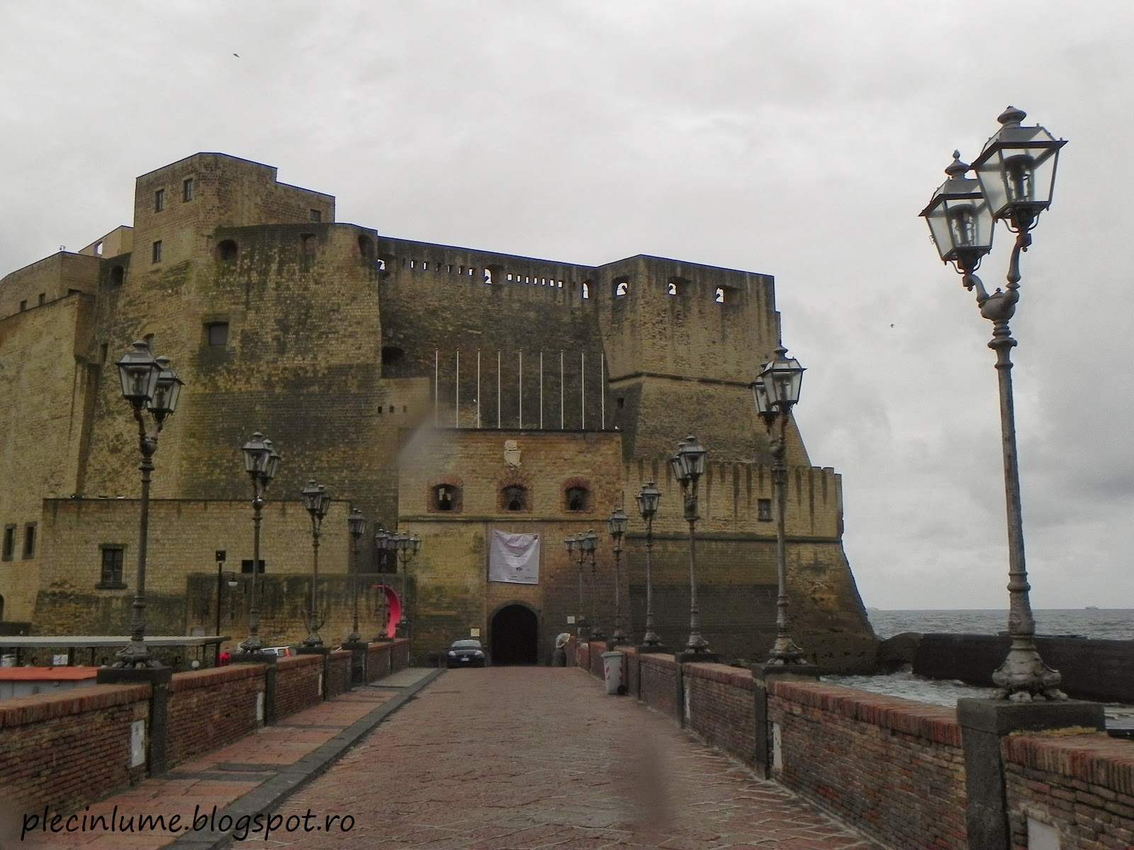 Castel dell'Ovo putin plouat