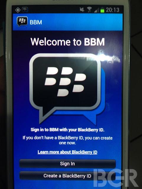 Esta es la primera imagen que obtenemos de BBM donde se ejecuta en Android en una imagen proporcionada por BGR, Anteriormente dijimos que BlackBerry estaba enviando invitaciones a los miembros de BlackBerry Beta Zone día de hoy, Con está imagen nos convencimos de que esto realmente si está sucediendo. Esta imagen es de la pantalla de inicio de sesión en un Samsung Galaxy S3, proporcionaremos más información que venga a nosotros. Esperemos que BBM salga en el momento menos esperado y nos llegue por sorpresa, ya que viene repleto de características y posiblemente sea el servicio de mensajería más utilizado