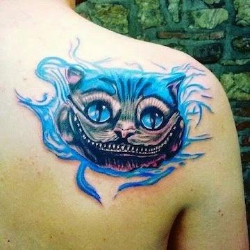 Tatuaje gato de Alicia en el pais de las maravillas