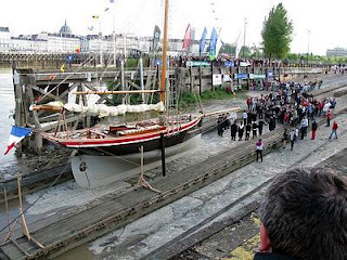 Botadura de la réplica del St Michel II, uno de los barcos de Verne en Nantes. Bap
