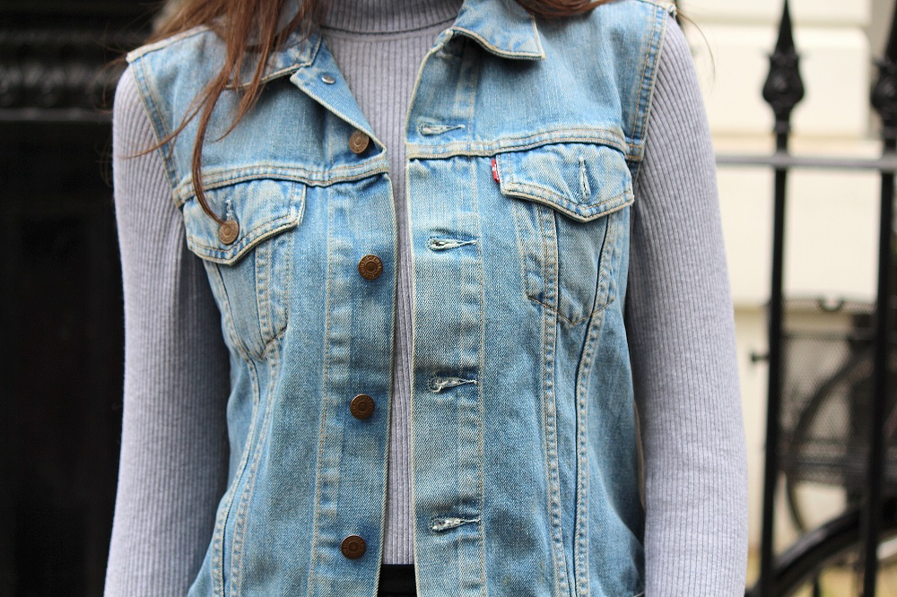 peexo fashion blogger wearing vintage levis denim vest in spring
