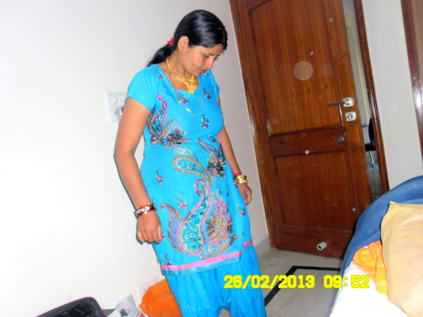 Desi wife changing her dresssexy young wife PhotosPhotos