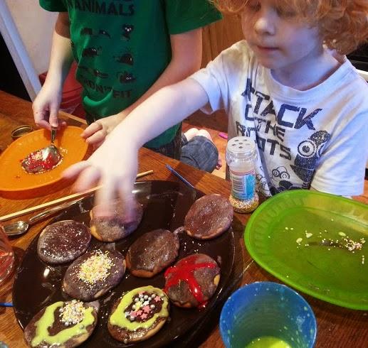 children decorating firework biscuits
