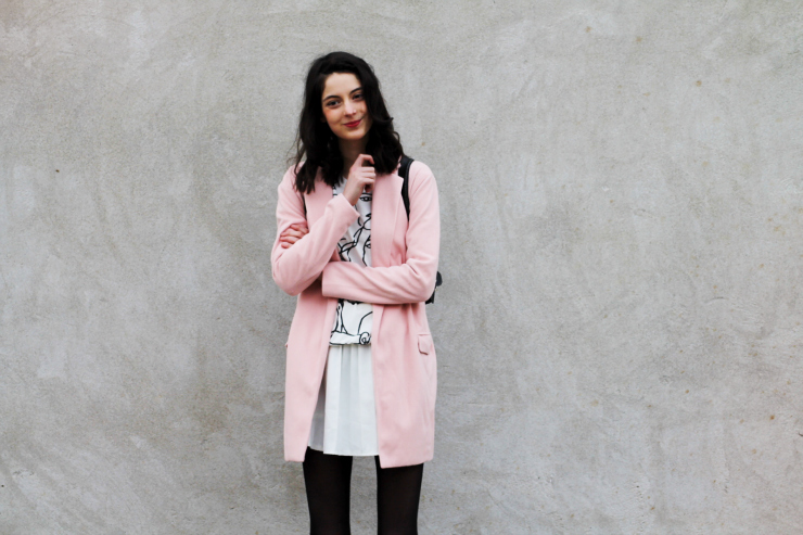Nora, fashion blogger, wears a cute pink coat