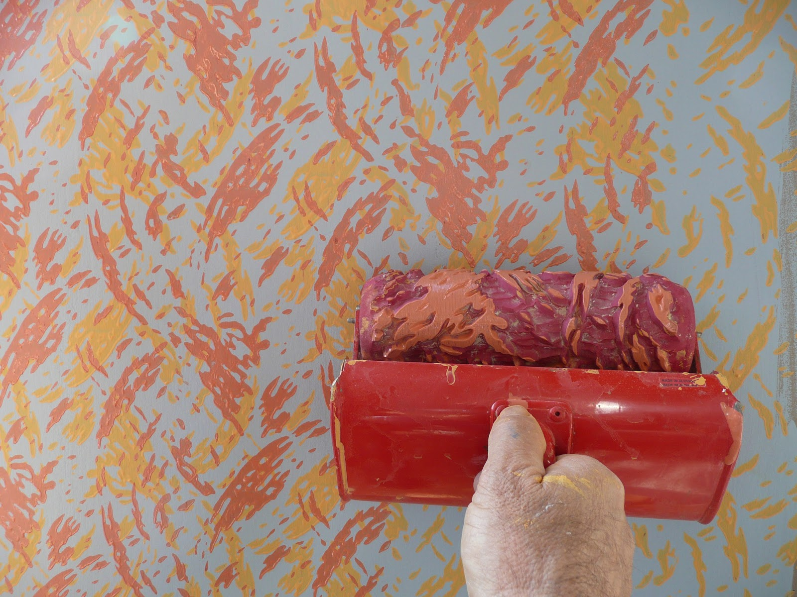 Decoroll: A painting idea with decorative paint rollers Decoroll