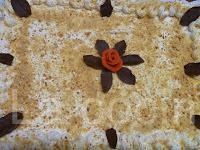 http://www.recetaspasoapaso.com/2011/04/tarta-milhojas-de-crema-y-merengue.html