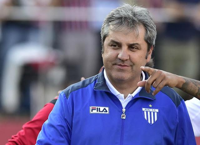 Kleina não quer que a euforia pela vitória sobre o Inter atrapalhe o time contra o Fla (Foto: Fernando Dantas/Gazeta Press)