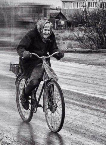 Βόλτα με το ποδήλατο στη βροχή !!