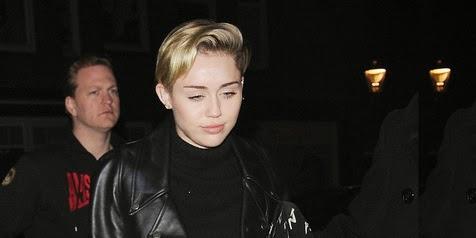 Di kabarkan Penyanyi Liar Miley Cyrus Hamil 3 Bulan