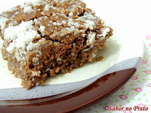 Receita super simples e fácil de bolo gelado de chocolate com coco