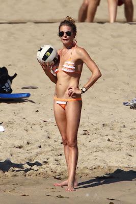 Singer LeAnn Rimes, Singer, LeAnn Rimes, Eddie Cibrian, LeAnn Rimes bikini, Newport Beach, Newport Beach travel, Newport Beach hostel, Newport Beach luxuru hotel, Newport Beach cheap vaction