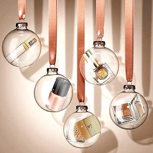 10 adorables adornos de maquillaje que querr s en tu arbol - Bolas navidad transparentes ...