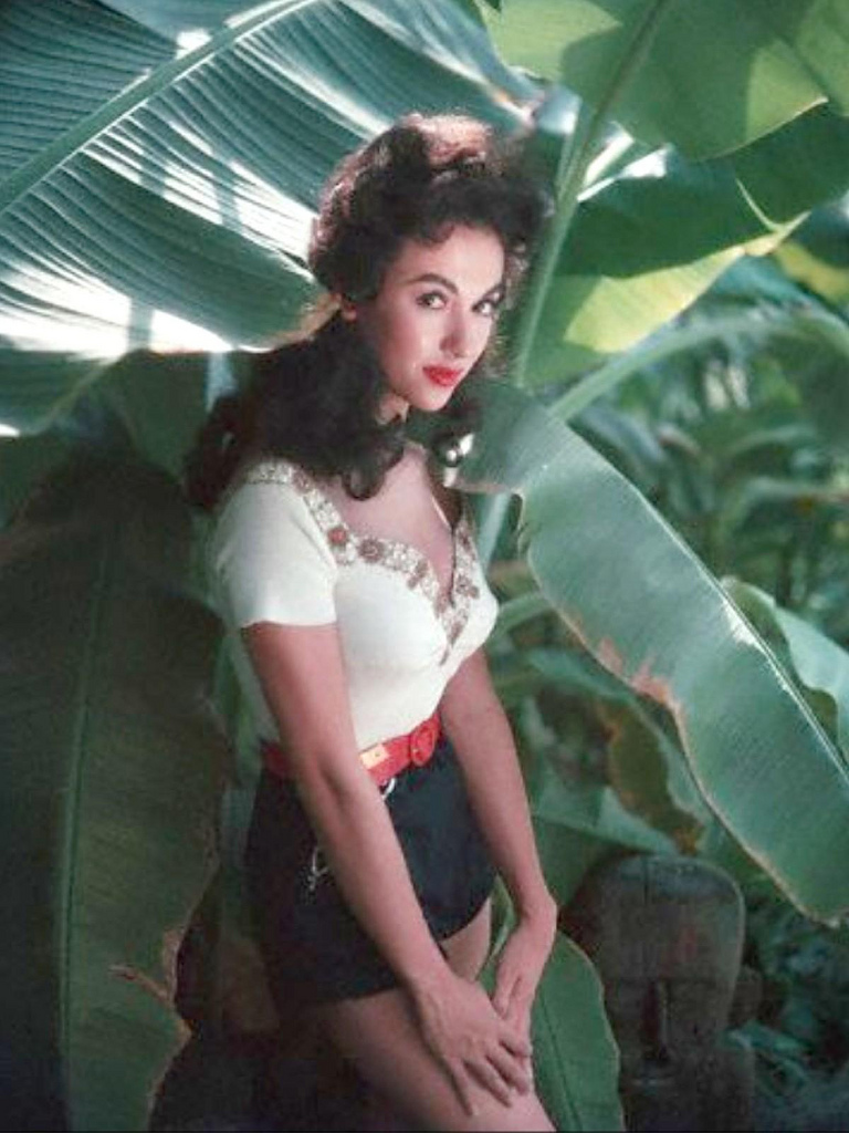 Love those classic movies in pictures rita moreno for Classic love pictures