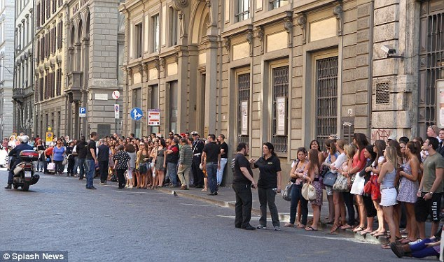 is the jersey shore cast in italy. Popular: The cast mates were