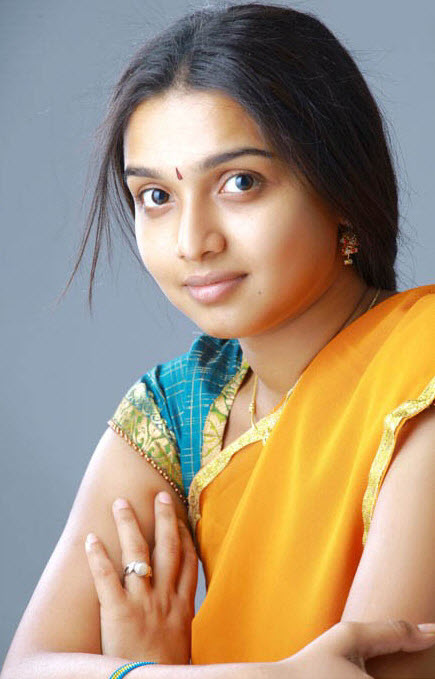 DEEPTI NAMBIAR CUTE SAREE STILLS glamour images