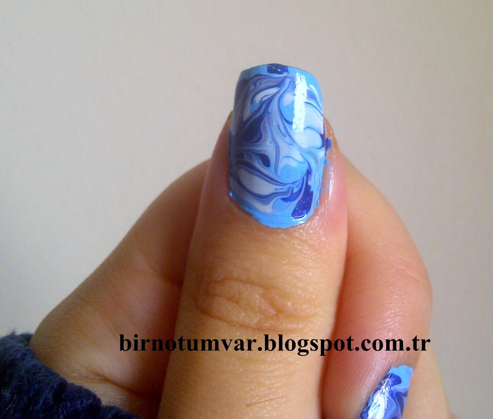 Tırnaklarınıza Koyu Mavi Desenler Verin