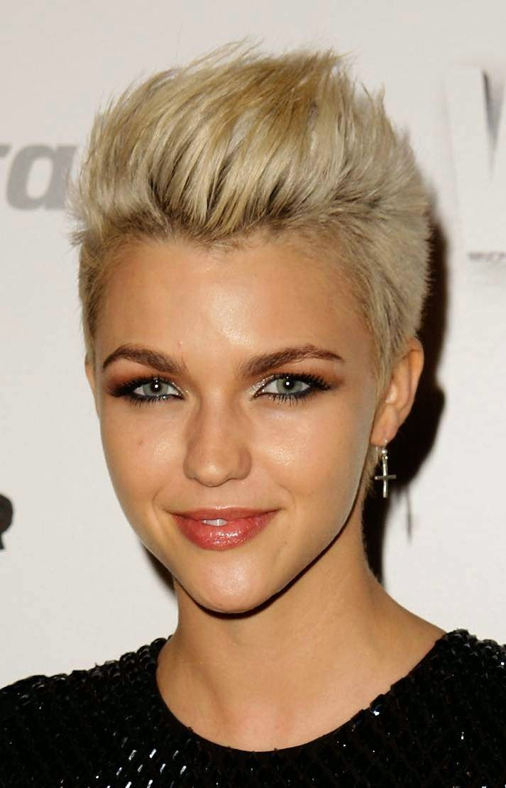 Short Hairstyle For Heart Shaped Face Women