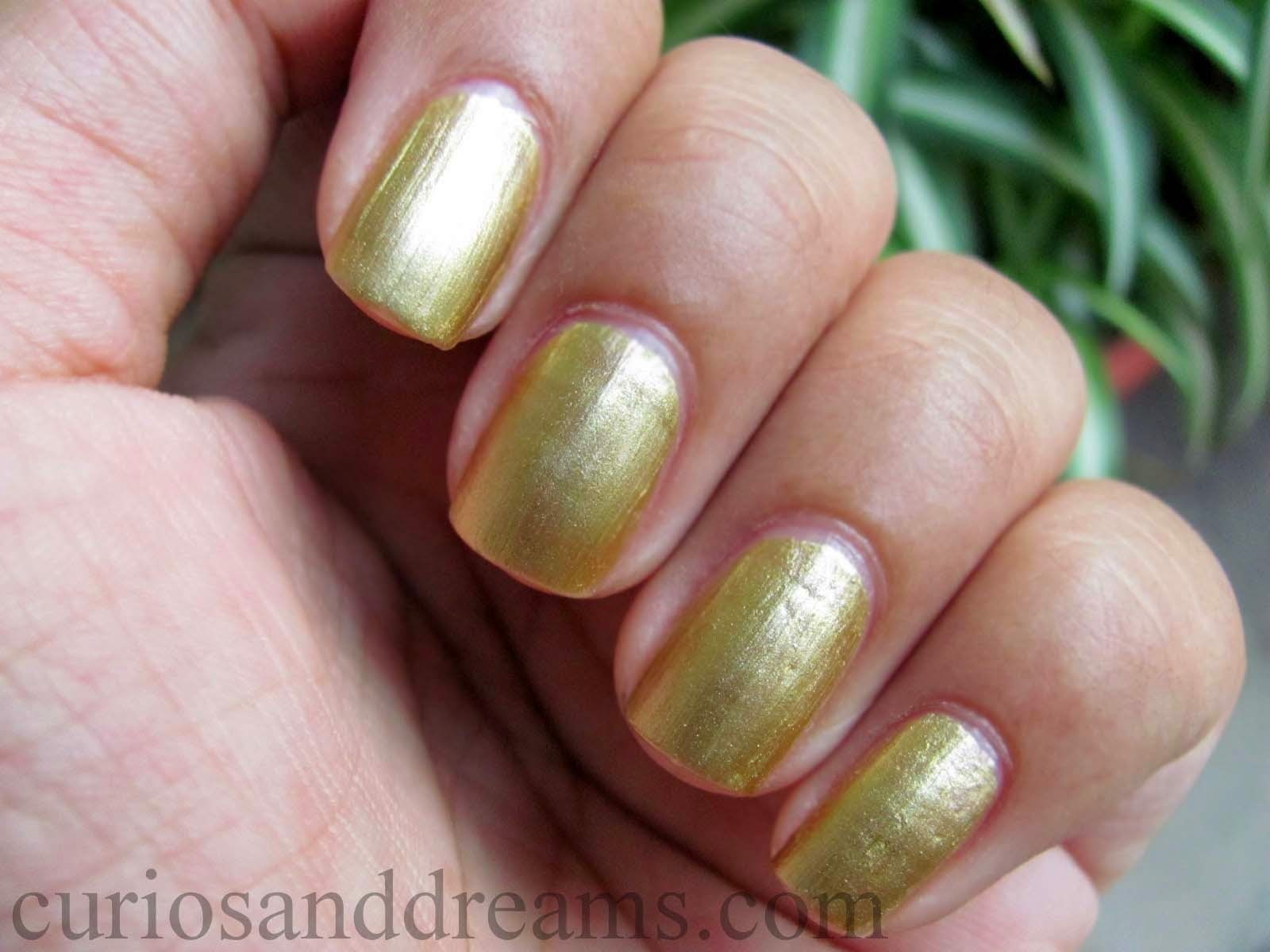 Lakme Color Crush Nail Polish 01 Review, Lakme Color Crush Gold Nail Polish Review