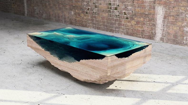 Impresionantes mesa de capas de madera y vidrio lucen como profundidades del océano