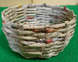 kerajinan tangan dari daur ulang kertas koran