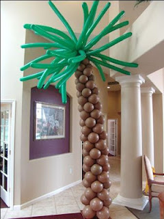 balon standing pohon kelapa