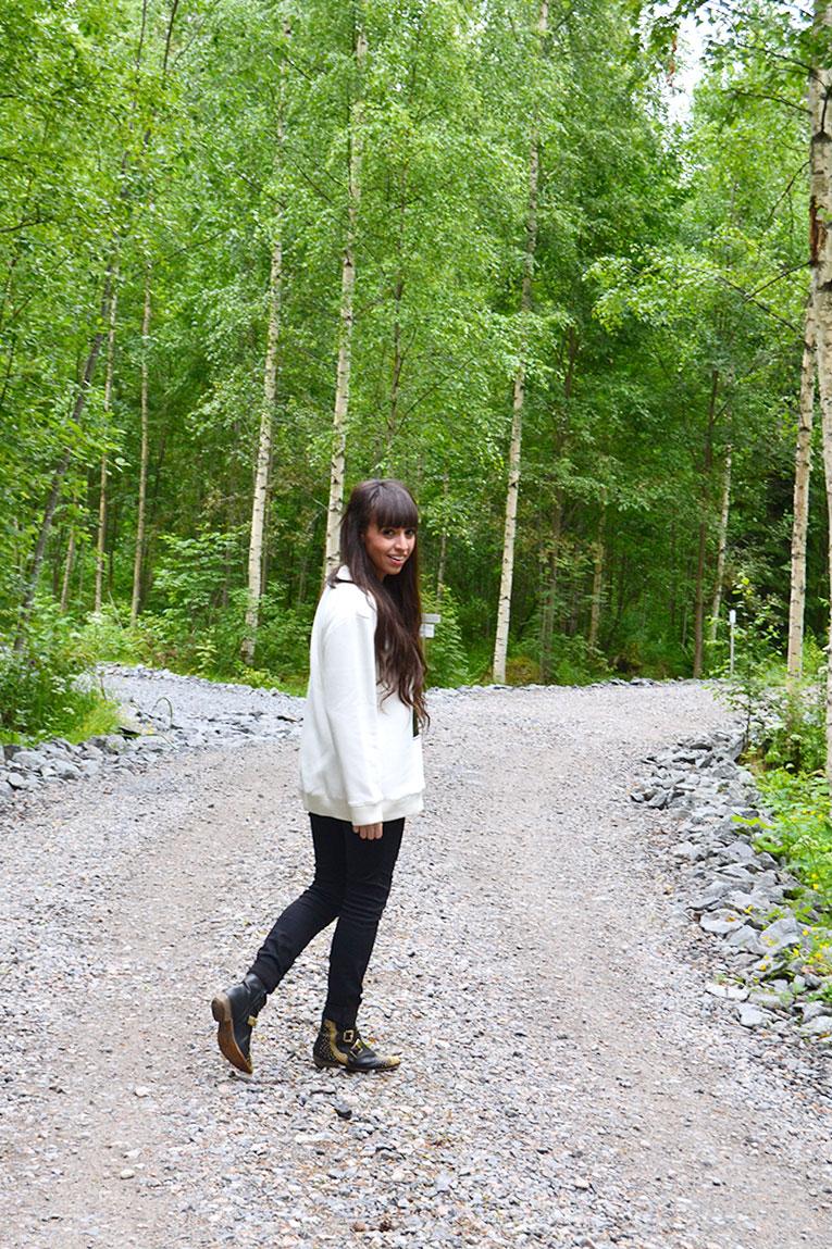 Travel, Finland, Savonranta, forest, vegetation, street style, sweatshirt, message sweatshirt, high waisted pants, studded boots