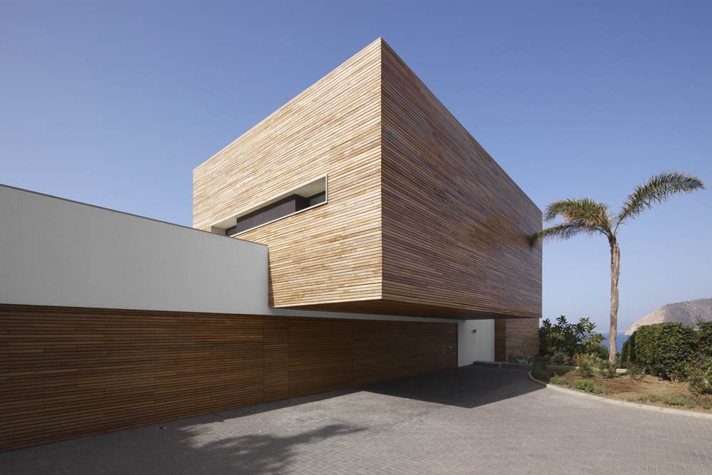 Material As The Exterior To Integrate Both Spaces Of The House All In
