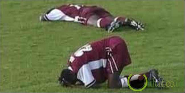 Satu tim sepak bola tewas disambar petir saat bertanding