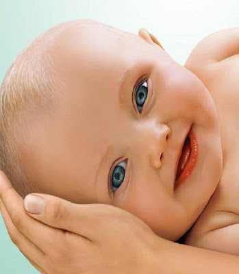 un trés beau bébé un vrai ange