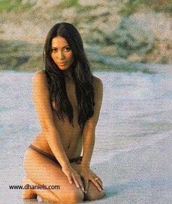 Anggun C Sasmi Pun Mengalami Hal Ini Foto Topless Anggun C Sasmi