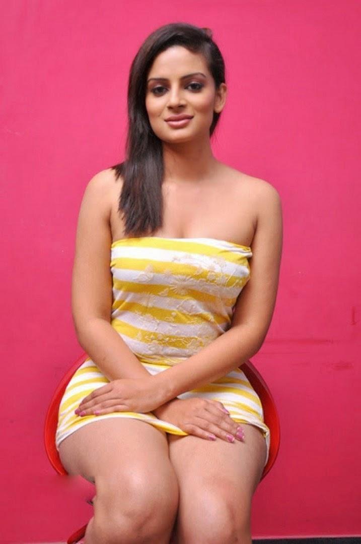 Anuhya Reddy thighs