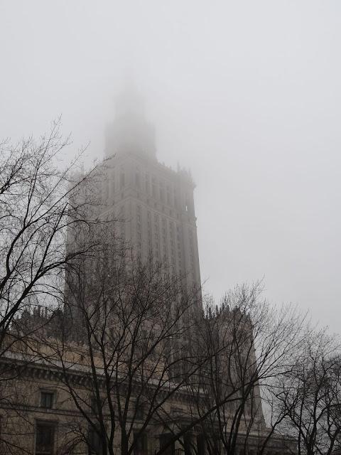 Pałac Kultury i Nauki we mgle