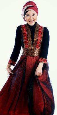 gaun malam muslimah elegan