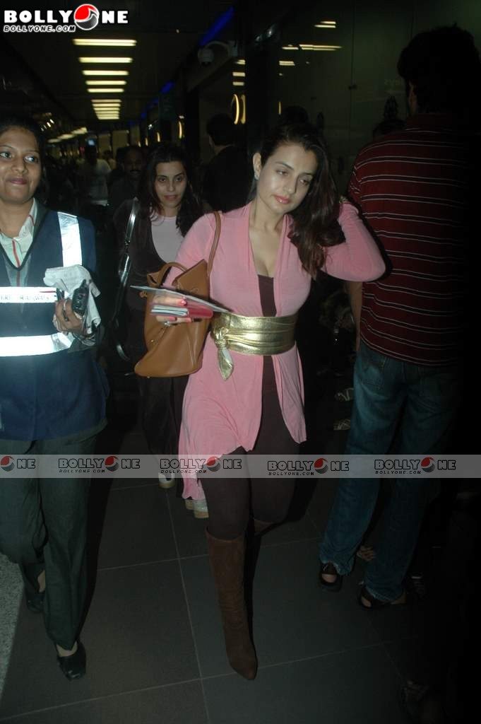 , Ameesha Patel At Mumbai Airport Leaving For Iifa