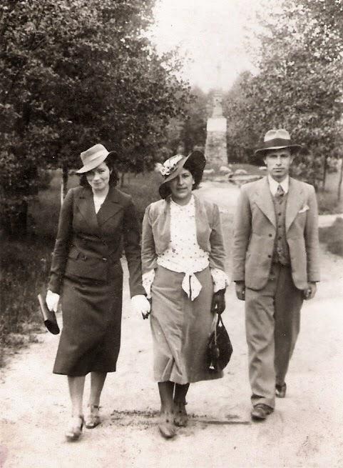 Pomnik Kościuszki w tle, stan 15 VIII 1938 r. Fot. ze zbiorów autora.