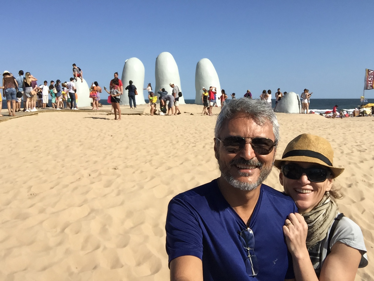 De moto no Monumento Los Dedos - Uruguai / 2017